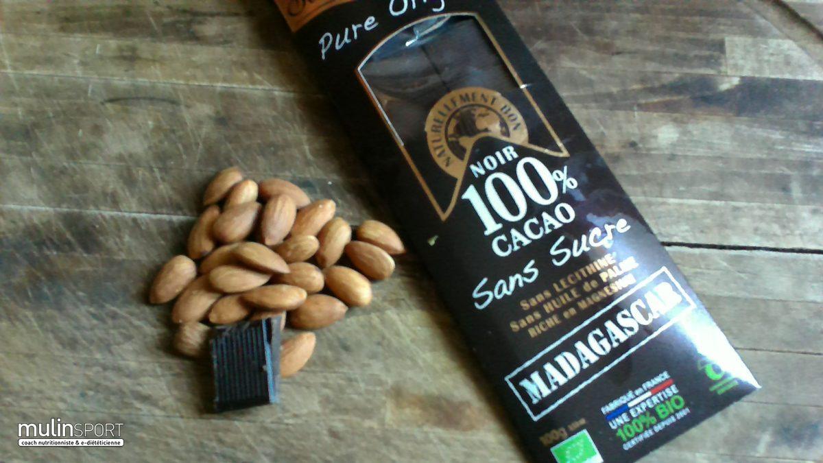 Amandes et chocolat noir, la collation idéale